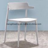安いレプリカの角スカンジナビアのスタック可能PPのプラスチック食事の椅子
