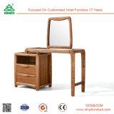 تفاهة يرتدي [درسّينغ تبل] مع يشعل مرآة بنية مرآة فوق طاولة