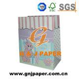 Verschiedene Größen-Papierbeutel verwendet auf der Verpackung mit verschiedenen Firmenzeichen