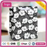 白い花パターン黒の衣類の毎日の必要のギフトの紙袋