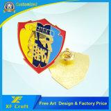あらゆるデザイン(XF-BG47-D)の金によってめっきされる柔らかいエナメルPinのバッジを押す安いカスタマイズされた金属
