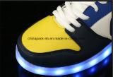 LEIDENE Kleurrijke Lichten die Lichtgevende Schoenen de Toevallige Schoenen van de Sporten van het Paar laden