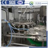 Acqua minerale con la macchina di rifornimento dell'acqua potabile della macchina imballatrice