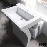 Banheiro de pedra de superfície sólida acima da lavatório de contador