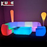 A iluminação externa a mobília do pátio define Sofá Ltalian Sofá