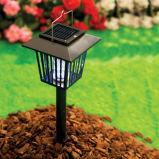La energía solar al aire libre en contra de la luz de mosquitos