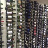 Suelo montado en la pared usado del estante del vino de la bodega al techo