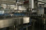 Processando a maquinaria de enchimento e de selagem para o sumo de laranja