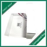Caixa de papelão ondulado branco com impressão de logotipo