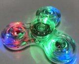 Fileur de plastique en cristal d'éclairage LED de main de personne remuante transparente de fileur
