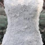 Trem Strapless da capela da coluna da bainha que Wedding o vestido ao ar livre com flor do laço