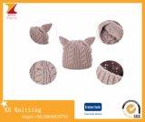Chapeaux en tricot chaud à l'hiver avec des oreilles de chat mignonnes
