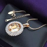 Austrialの水晶円形の吊り下げ式の方法宝石類の金のネックレス