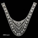 L'indumento di modo ha ricamato il collare del merletto con il disegno X029 della maglia