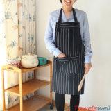 Algodón negro rayado cocinando el delantal con los bolsillos