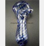 Roter, grauer, blauer Glasfilter-Tabak, der Glaswasser-Rohr aufbereitet