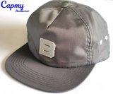 Insignia de goma en el sombrero del casquillo del Snapback