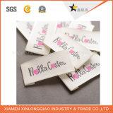 La impresora de encargo imprimió la escritura de la etiqueta tejida paño del producto de la ropa de la impresión de la etiqueta engomada