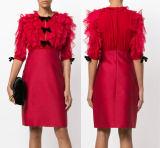 Красный цветок не доходя платье