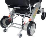 Lighweight que dobra a cadeira de rodas elétrica para o curso