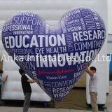 Nuovo aerostato a forma di progettato dell'elio del cuore gonfiabile per la celebrazione di cerimonia nuziale