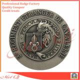 Distintivo su ordinazione del metallo con le varie figure