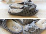 As senhoras fizeram malha sapatas internas dos calçados dos deslizadores do Knit das mulheres dos deslizadores