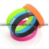 Wristband su ordinazione all'ingrosso del silicone con Thb-059