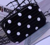 化粧品のパッキングのための小型袋を詰める荷物
