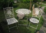 最もよいホーム絶妙な中型の旧式で白い鉄のテラスの家具セット