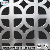 Différents genres de maille perforée de porte grillagée en métal de forme de trou