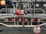 Automatische faltende und klebende Maschine für gewölbte Kästen