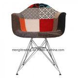 椅子を食事する多彩なシェルの椅子Daw