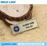 Изготовленный на заказ бирка эмблемы Pin имени штата нагрудной планки с фамилией участника металла