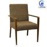 Madera aluminio imitación de la silla de comedor con reposabrazos acolchado cómodo