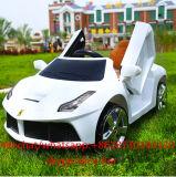 Giro di modello dei capretti dei giocattoli dei bambini di R/C Ferrari sull'automobile