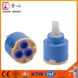 Cartucho cerâmico plástico de avanço em marcha lenta do núcleo de válvula do Faucet da única selagem com distribuidor