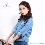 Camicia lunga blu-chiaro del denim del manicotto di nuovo svago di stile per le ragazze dai jeans della mosca