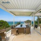 Las soluciones del jardín por encargo impermeabilizan la pérgola de aluminio motorizada de la azotea de la apertura