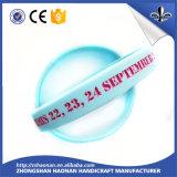 Bracelet de silicones de Debossed de produit d'usine pour le mariage