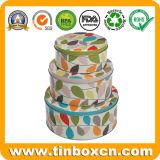 De ronde die Doos van het Tin van Kerstmis voor de Verpakking van de Doos van de Gift van het Metaal wordt geplaatst