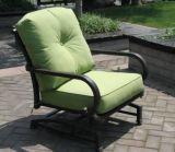 Chat en cómoda del sofá de muebles al aire libre