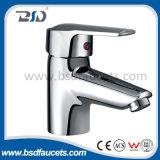 D35 mmの陶磁器のカートリッジ単一の穴のデッキによって取付けられる単一のハンドルの洗面所の洗面所の洗面器のコック