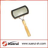Balai de polissoir de mouler de nettoyage de toilettage d'animal familier avec le traitement en bois