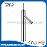 Miscelatore della stanza da bagno del rubinetto del bacino della barra di comando dei rubinetti del bacino del lavabo montato piattaforma
