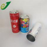 2 штук за круглым столом чистый энергетический напиток канистры с пустым может