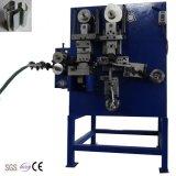 Caixa de aço mecânica que prende com correias o selo que faz a máquina