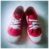 Zapatos clásicos baratos de la inyección del calzado de la lona de los niños