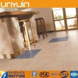 Suelo auto-adhesivo del vinilo del PVC del efecto de la alfombra del surtidor de China