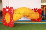 De kinderen tuinieren Pretpark Beklimmend de Plastic Tunnel van het Speelgoed